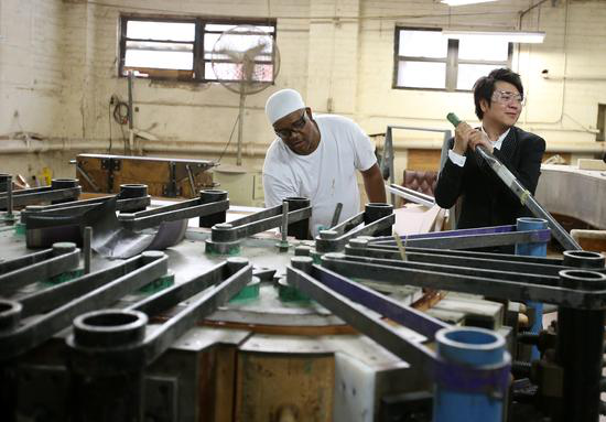 钢琴家郎朗探访世界名琴施坦威钢琴工厂